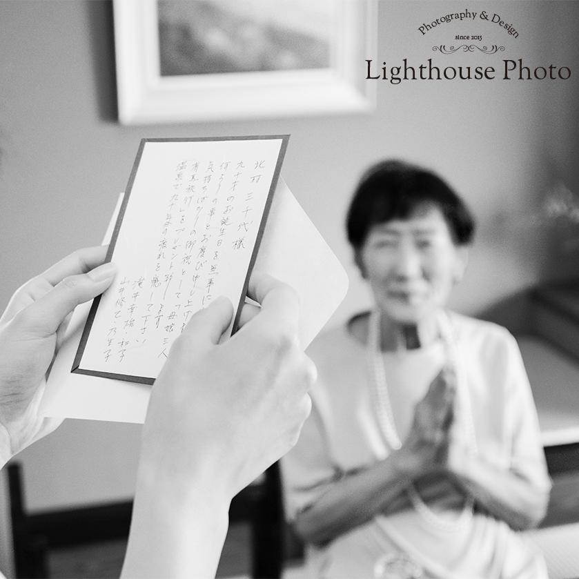 Lighthouse Photo From Instagram-家族ロケーション撮影4(宝塚市のホテル若水にて撮影)- /></a></p> <p>この日、90歳のお誕生日・卆寿を迎えられたおばあちゃまです<br /> チャーミングなおばあちゃま、ポージングのリクエストにもたくさん答えて下さいました。<br /> ライトハウスフォトのお客様は0歳から90歳までこれってスゴイことですよね。</p> <div class=