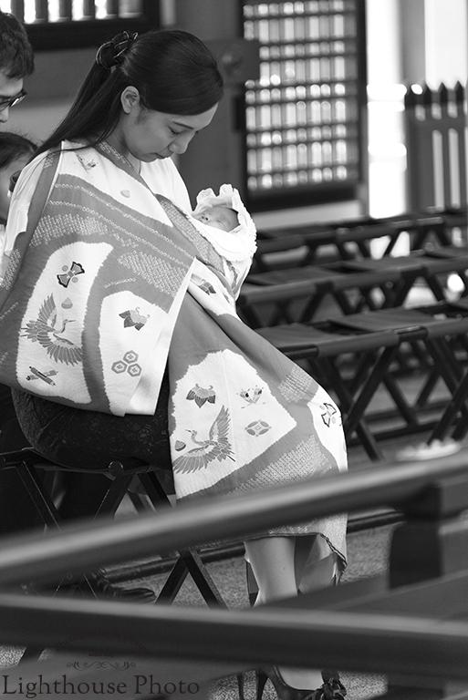 出張撮影・お外スタジオ・結婚式撮影・ホームページ制作・グラフィックデザイン制作・アルバムデザイン制作を西宮・神戸・大阪・芦屋・宝塚中心に行っているLighthouse Photoの出張撮影・お宮参り撮影・生田神社にて8