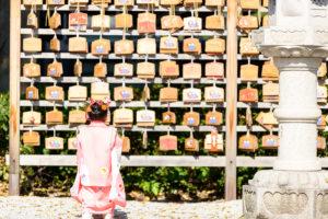 出張撮影・お外スタジオ・結婚式前撮り・アルバムデザイン制作を西宮・神戸・大阪・芦屋・宝塚中心に行っているLighthouse Photoの撮影レポート「和傘といっしょに・・3才女の子の七五三*@伊和志津神社」のイメージ写真008