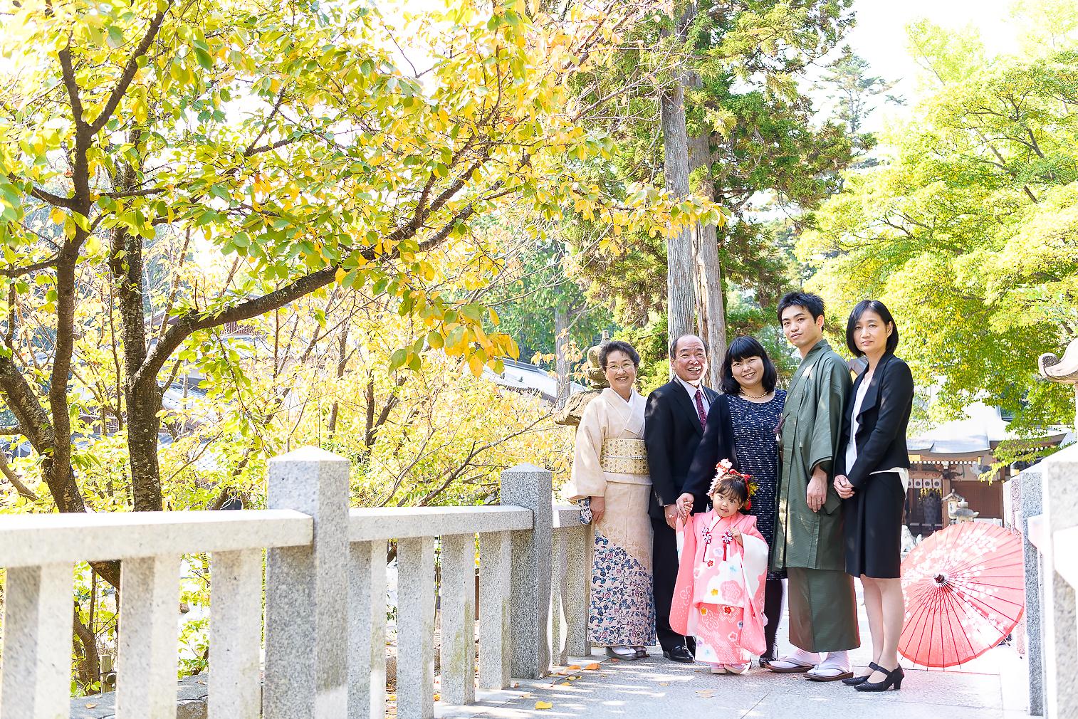 和傘といっしょに・・3才女の子の七五三*-1