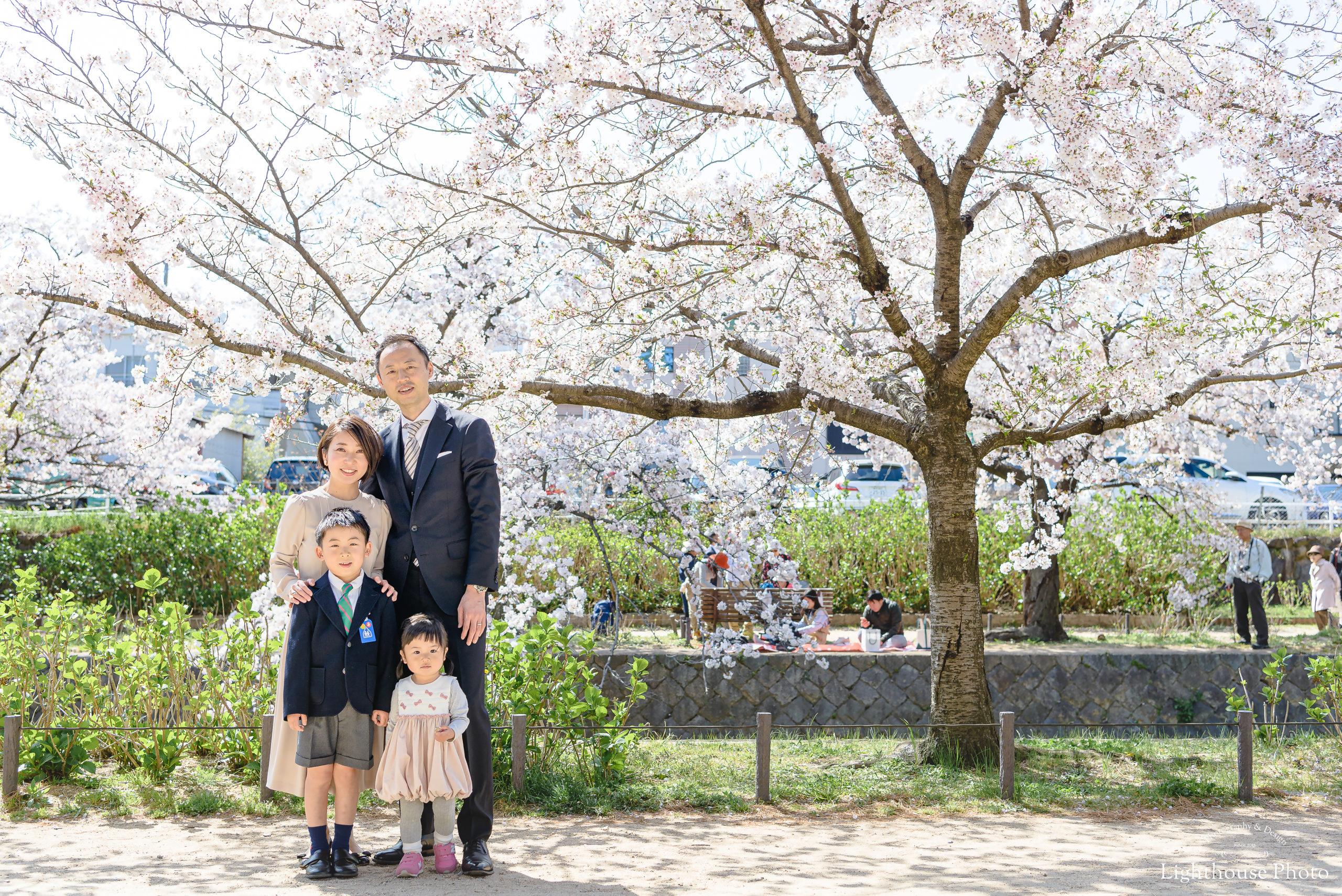 入学のお祝いに、家族みんなでロケーションフォト@夙川公園-1