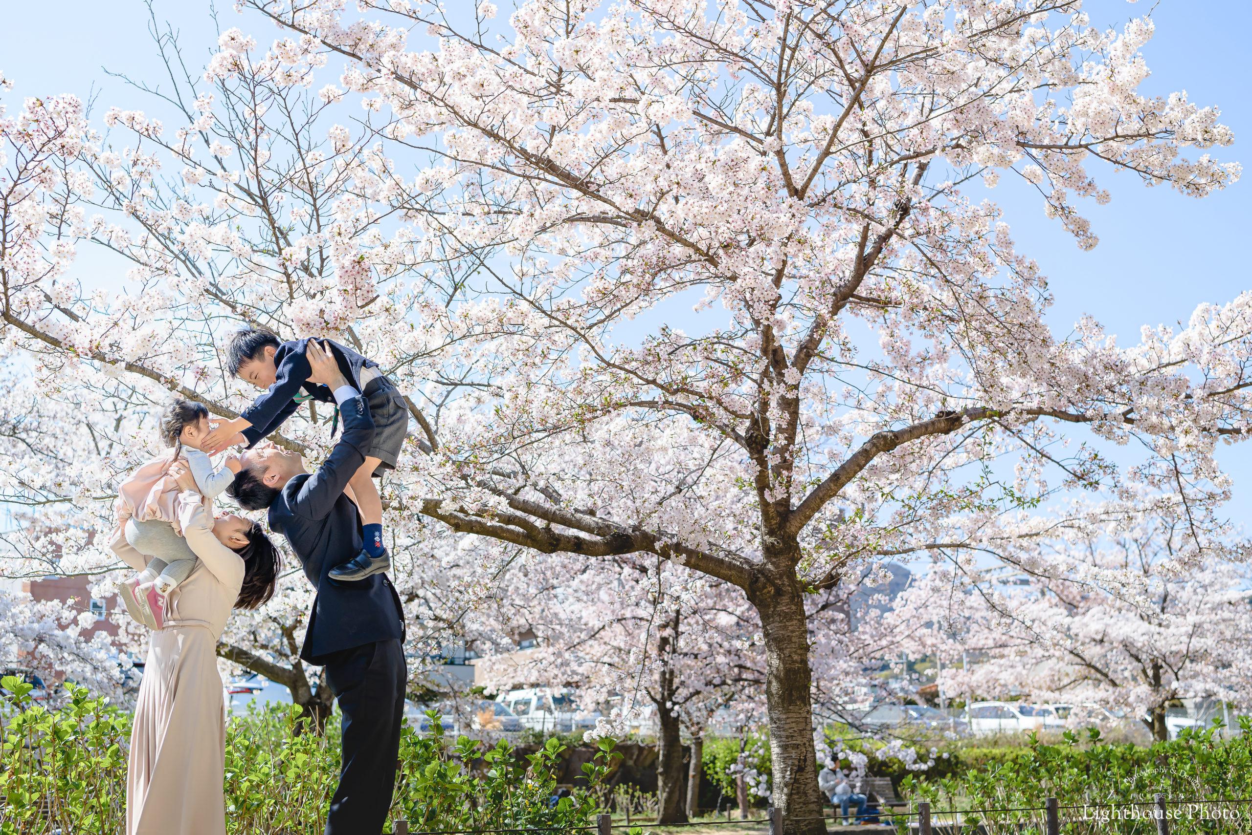 入学のお祝いに、家族みんなでロケーションフォト@夙川公園